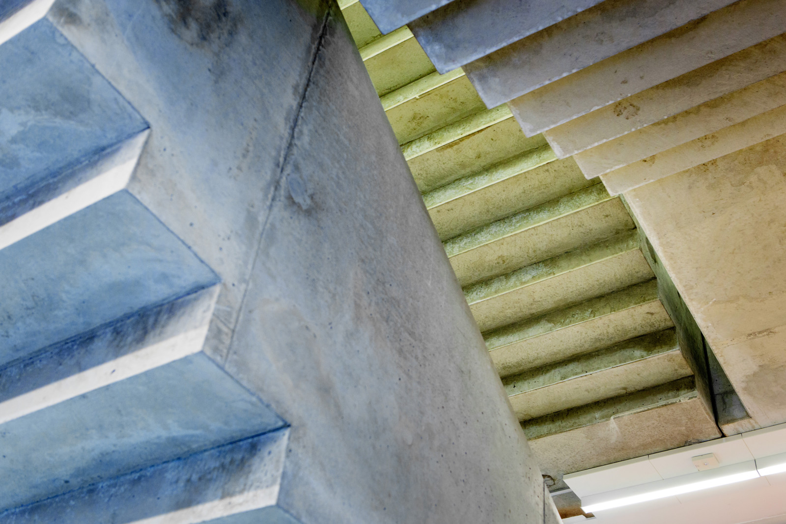 Exposed concrete staircase. © Christian Roth Christensen